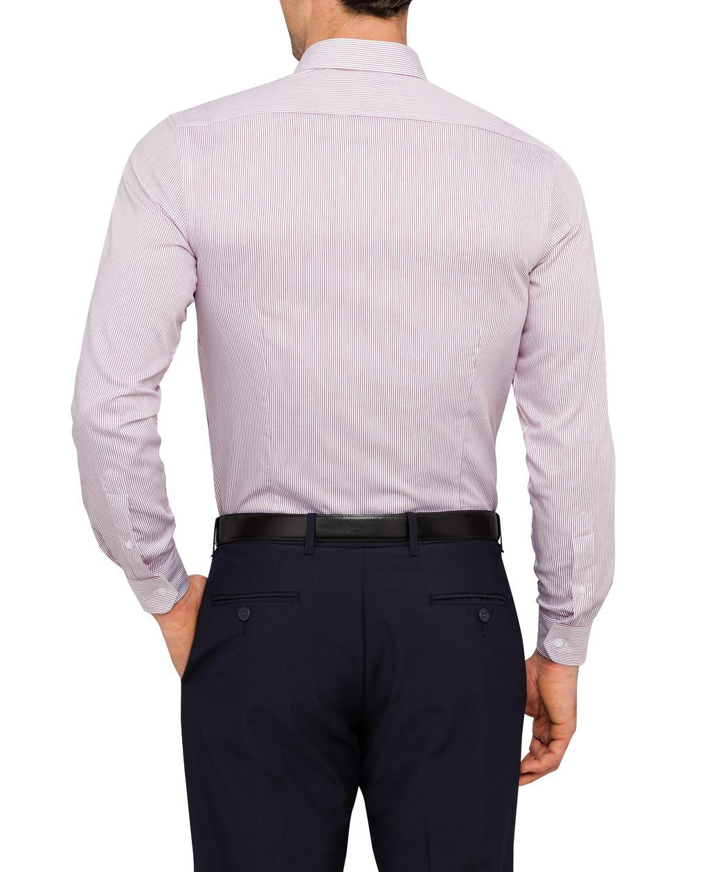 Van Heusen clothing. Van Heusen clothing has long been very popular. This is supported by a network of shops throughout the US, which has every year a large turnover, as well as several Van Heusen online stores, where you can find goods for reasonable prices. If you are looking for Van Heusen clothes, we recommend to visit one of the online.